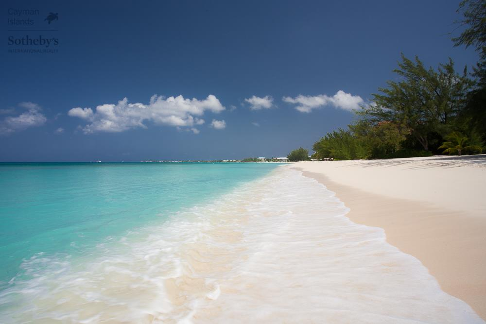 Seven Mile Beach and Caribbean Sea in front of White Sands