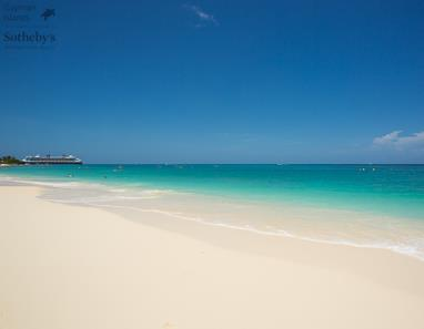 Seven Mile Beach in front of Cayman Reef Resort, Grand Cayman